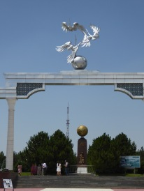 National symbol of cranes on the Independence Arch