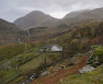 From BlaenyNant farm towards Tryfan